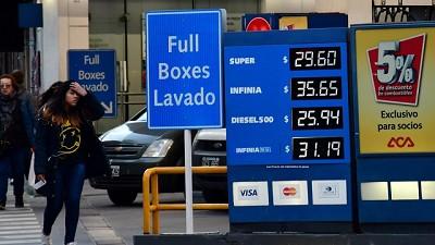 Tras los dos aumentos en 15 días, no descartan que la nafta vuelva a subir en septiembre