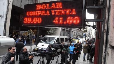 Con el dólar en $ 40, buscan minimizar el déficit, controlar más el tipo de cambio y subir retenciones