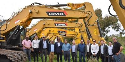 La Provincia entregó maquinaria vial a municipios para reparar caminos rurales