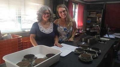 Una estudiante brasilera se capacitó en el Laboratorio de Sustratos y Aguas de la Escuela Hall