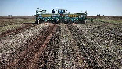 La caída del precio del petróleo arrastra a los fertilizantes