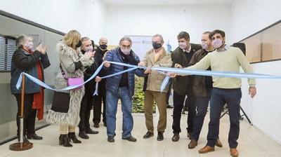 Una foto que explica la eterna crisis argentina: celebran la apertura de una nueva oficina estatal en Rosario