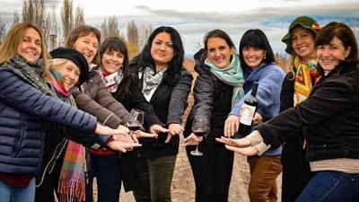 21 mujeres se asociaron y producen un vino con marca propia